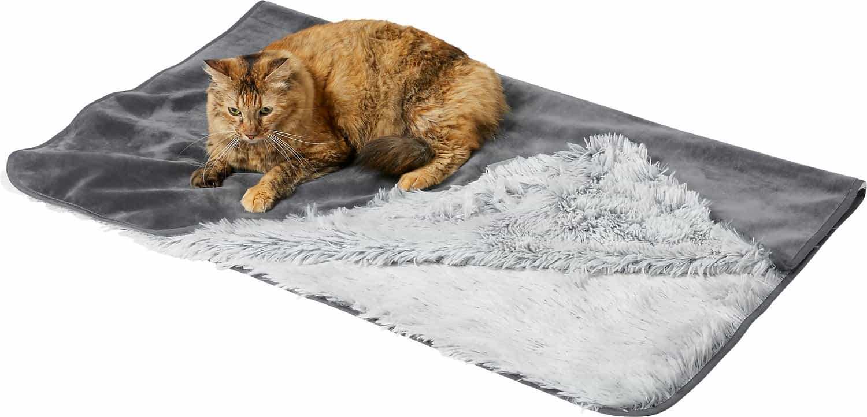 FRISCO Eyelash Cat & Dog Blanket   Amazon